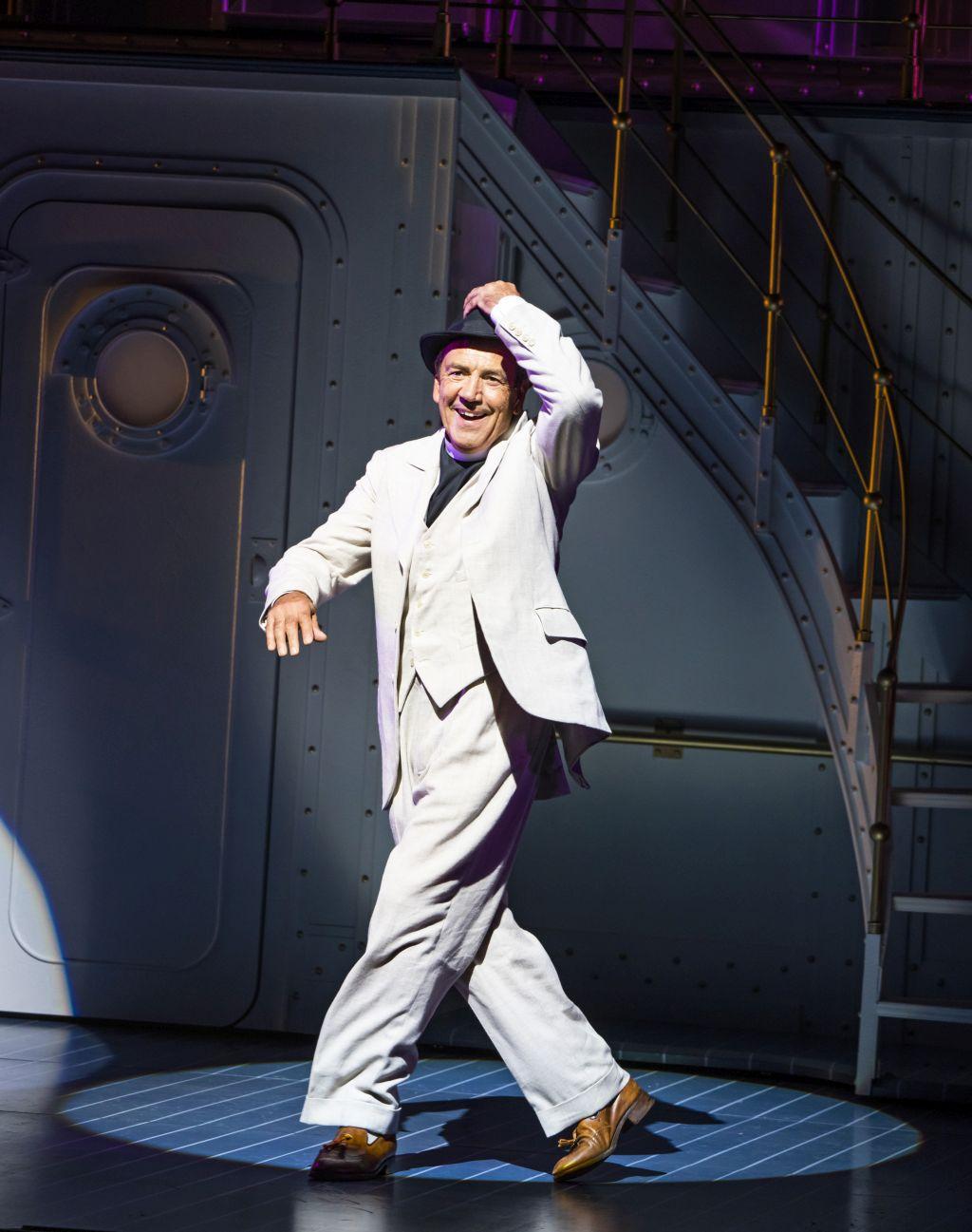 Robert Lindsay as Moonface Martin at the Barbican