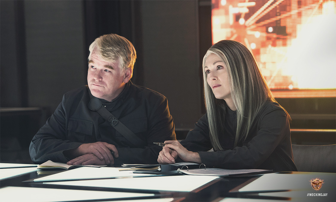 Philip Seymour Hoffman and Julianne Moore in Mockingjay