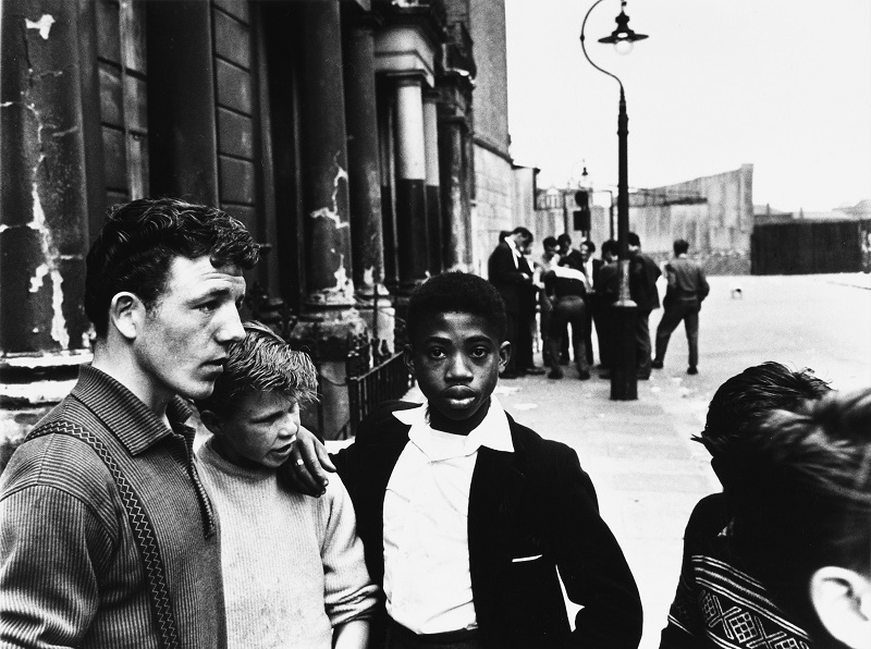 Roger Mayne, Men and Boys in Southam Street, London, 1959, © Roger Mayne / Mary Evans Picture Library