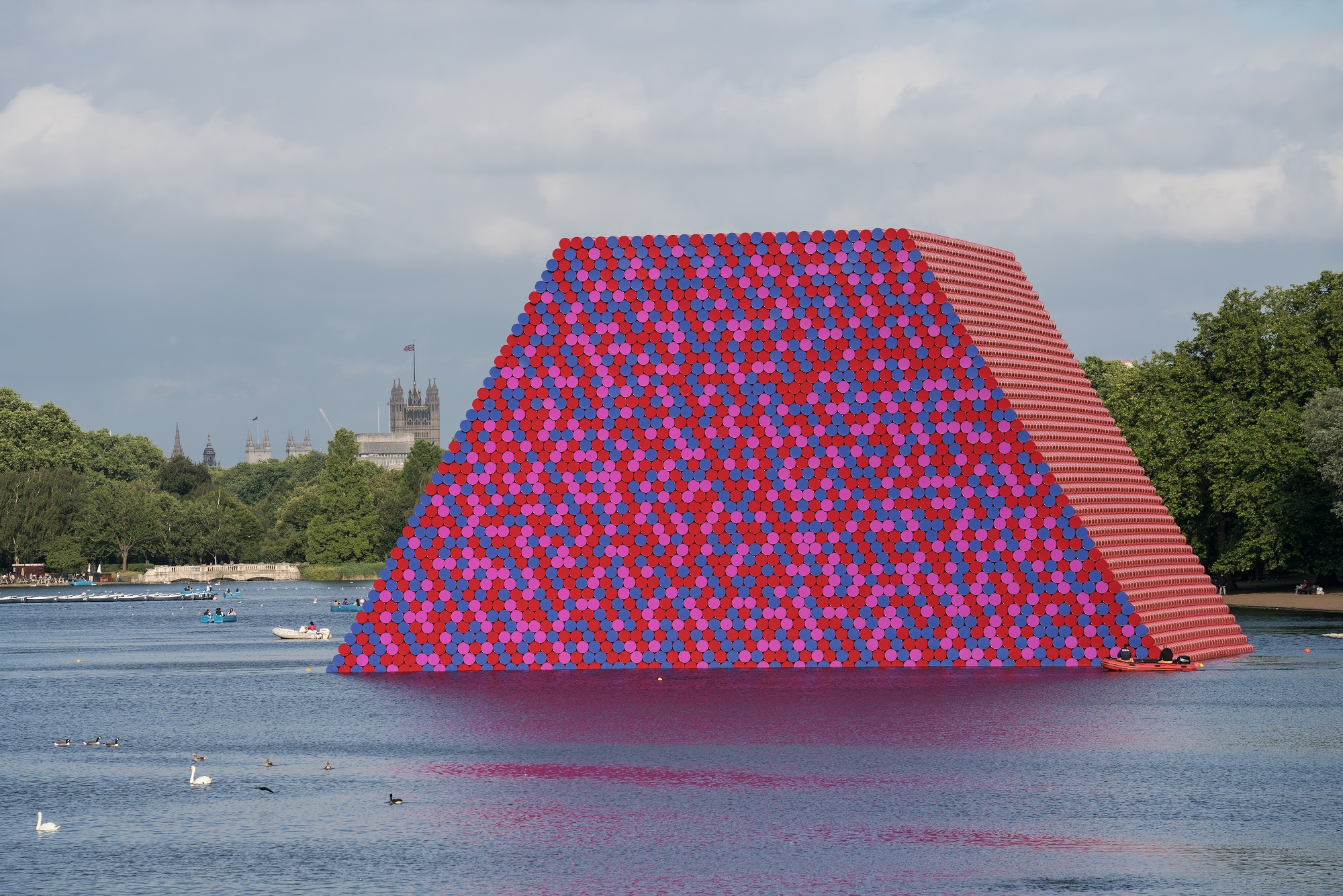 Christo and Jeanne-Claude The London Mastaba, Serpentine Lake, Hyde Park, 2016-18 Photo: Wolfgang Volz
