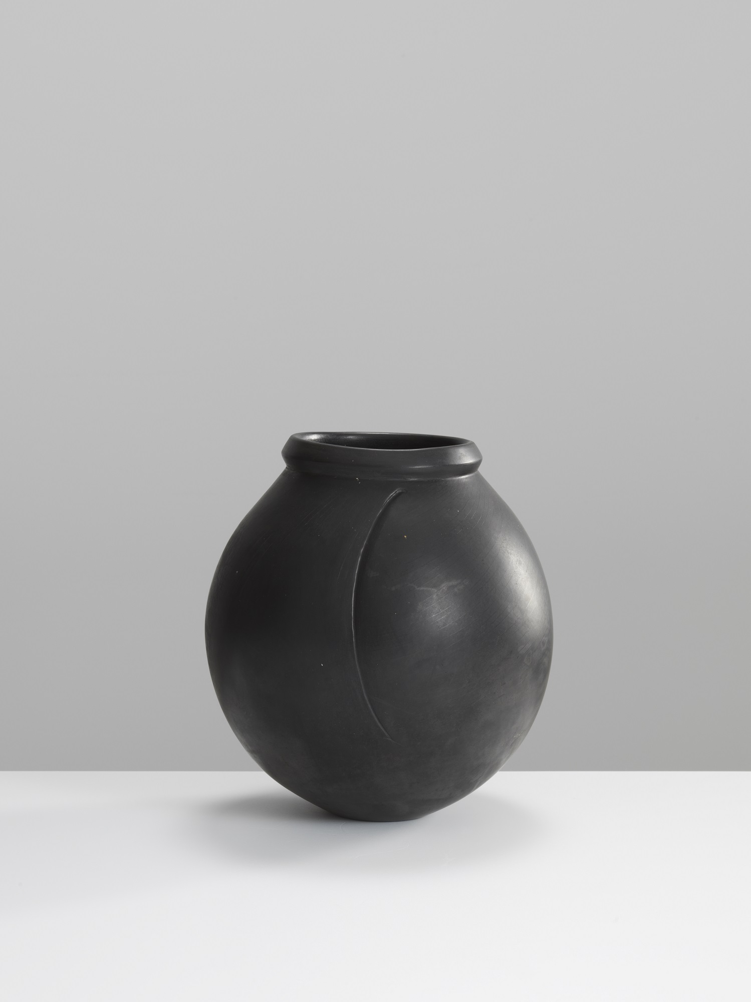 Magdalene Odundo,  Magdalene Odundo, Early Vessel, hand built, terra sigillata, polished and carbonised terracotta clay (23 x 18 cms) Image: Michael Harvey