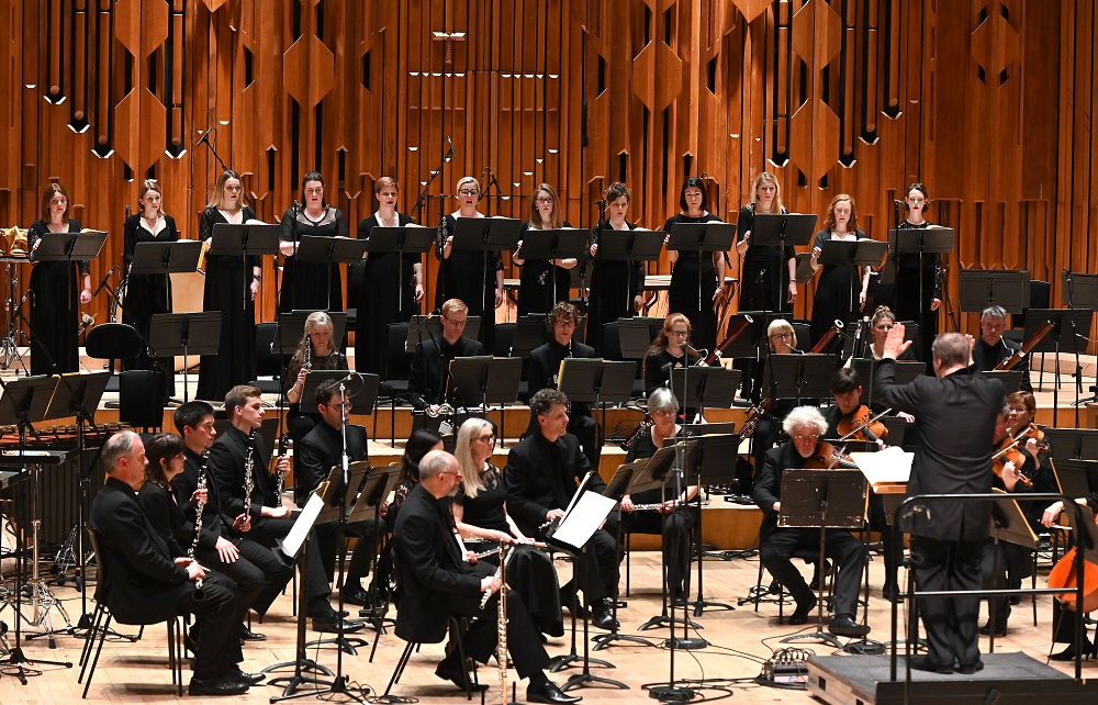 BBC Singers and Symphony Orchestra in Ligeti