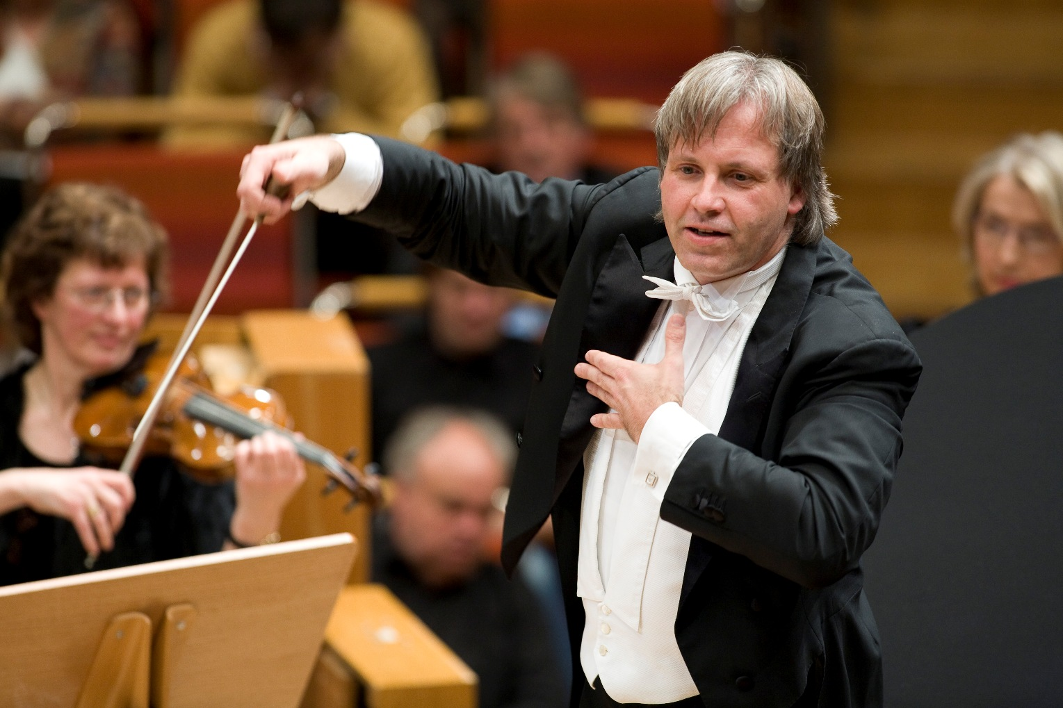 Stenz conducting the Halle