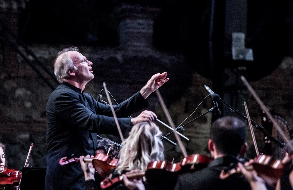 Noseda conducts Mahler 2