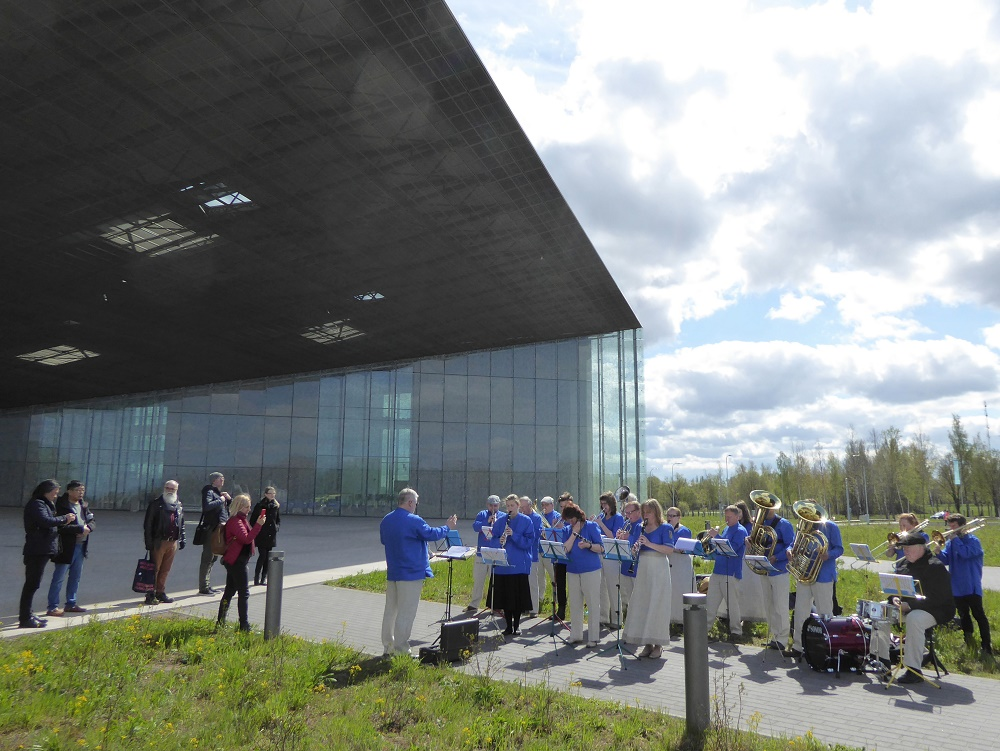 Choir outside Estonian National Museum