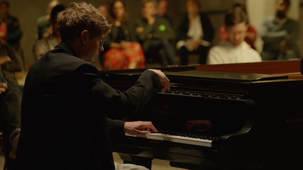 Pavel Kolesnikov playing Bartok