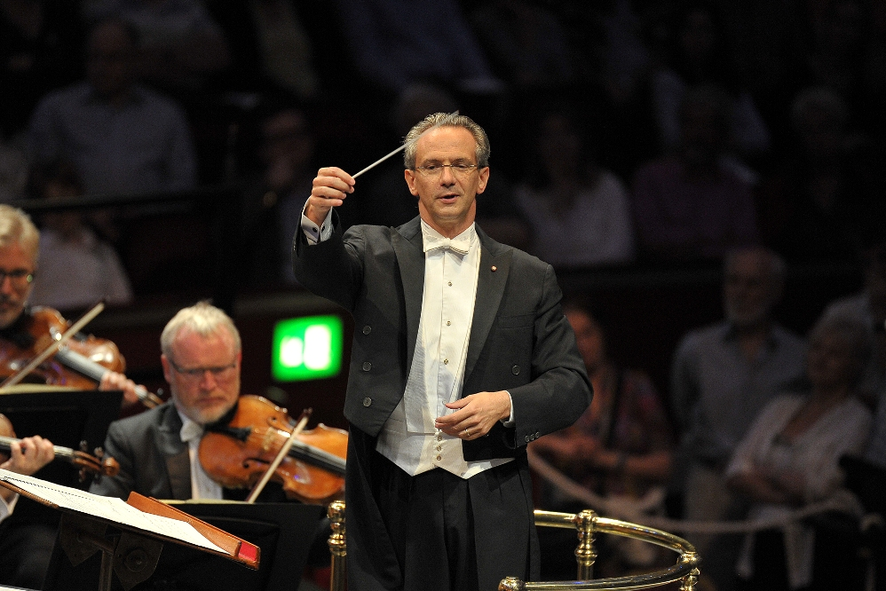 Fabio Luisi conducting the Danish National Symphony Orchestra at the Proms
