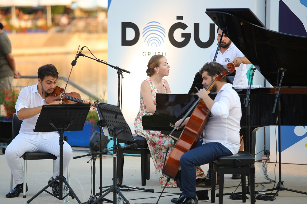 Engin, Kara and Shevchenko at sunset concert