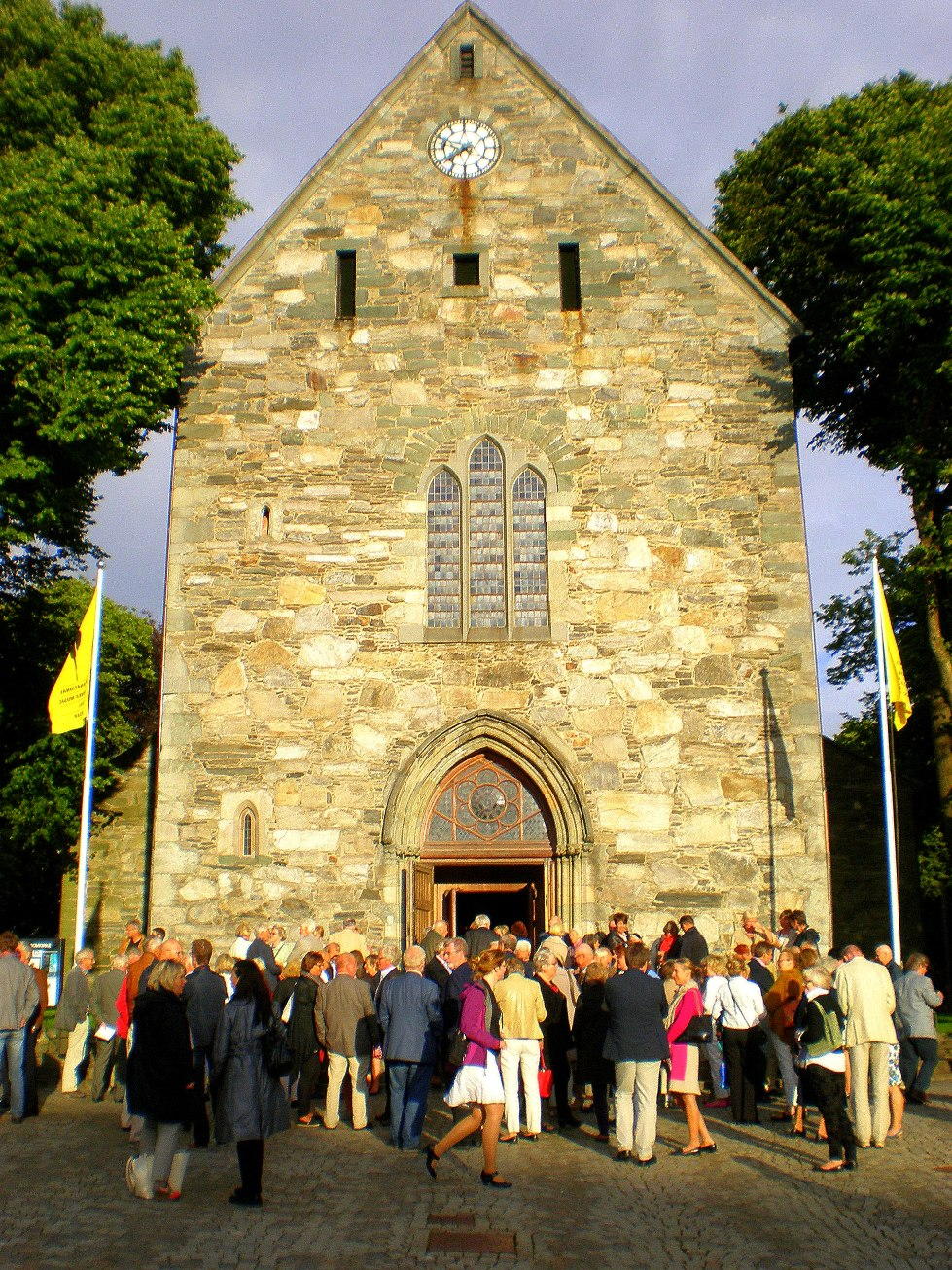 Stavanger festival crowds at the cathedral by David Nice