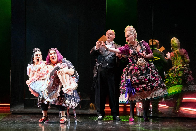 Noémie (Eduarda Melo), Dorothée (Julie Pasturaud), The King (Adam Marsden) and Madame de la Haltière (Agnes Zwierko)