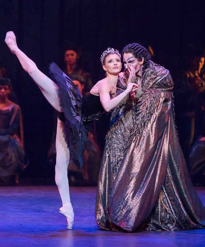 Alina Cojocaru as Odile with James Streeter as Rothbart