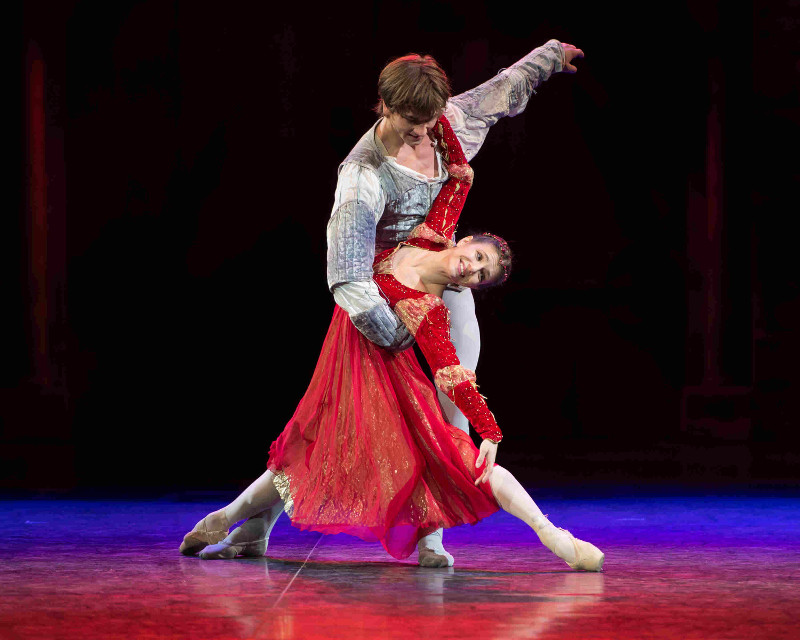 Friedemann Vogel and Alina Cojocaru as Romeo and Juliet