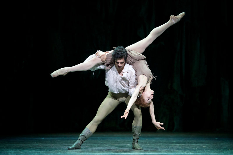 Federico Bonelli as Des Grieux and Marianela Nuñez as Manon in the ballet's last scene