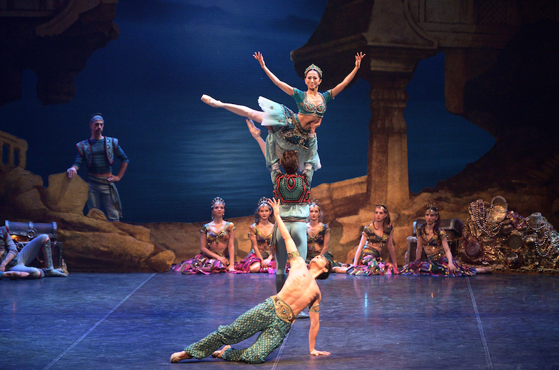 Erina Takahashi, Francesco Gabriele Frola and Jeffrey Cirio in 'Le Corsaire'