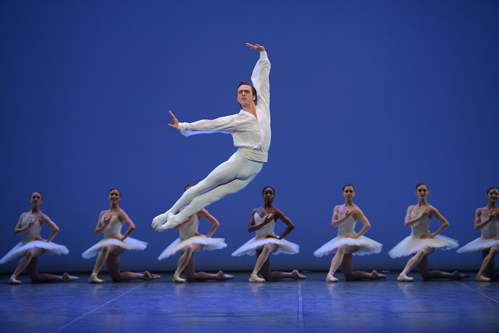 Gabriele Frola and the dancers of English National Ballet in Etudes