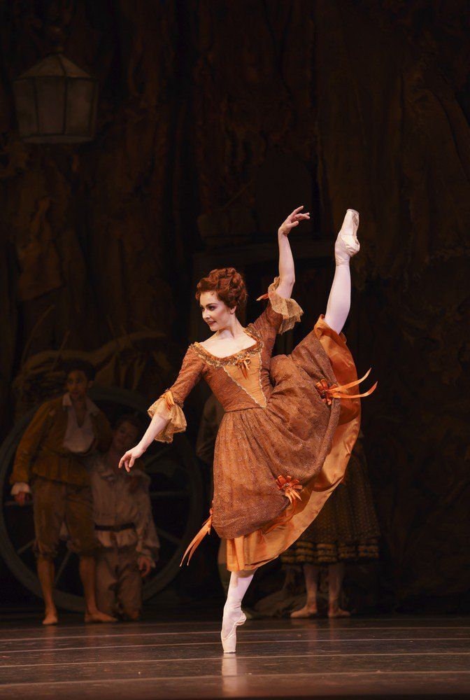 Claire Calvert in Manon