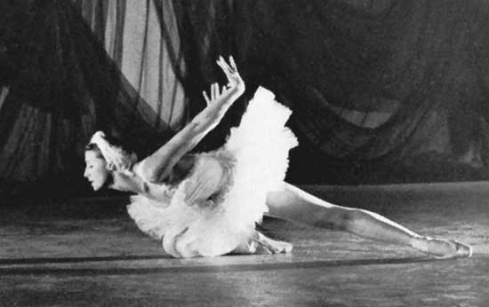 maya-plisetskaya-in-swan-lake-1961