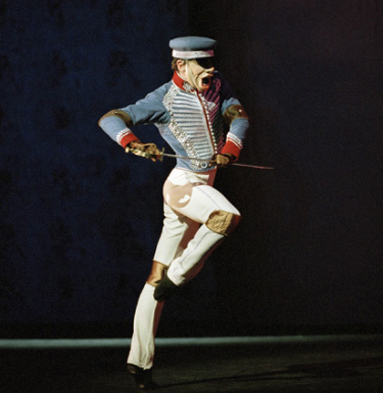 04_nutcracker_doll