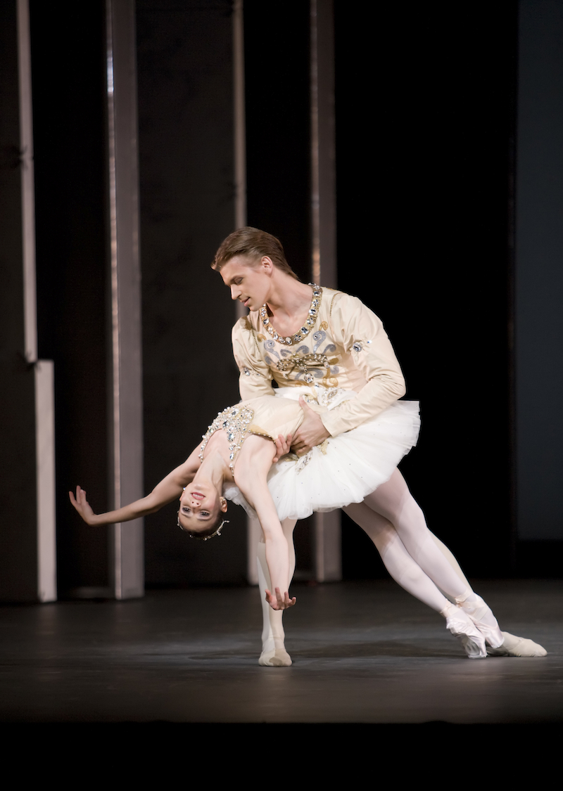 Alina Cojocaru, Rupert Pennefather in Balanchine's Diamonds from Jewels