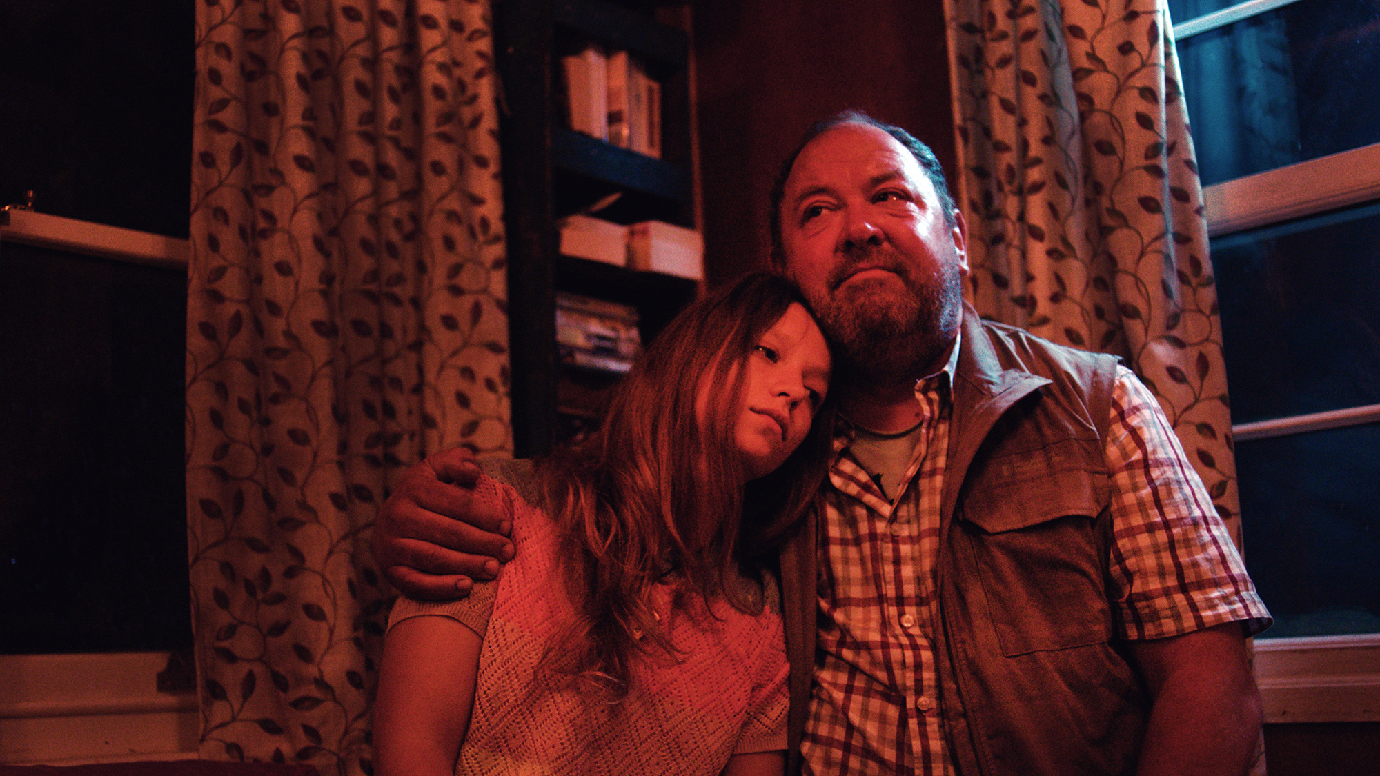 Mark Addy and Molly Windsor in The Runaways