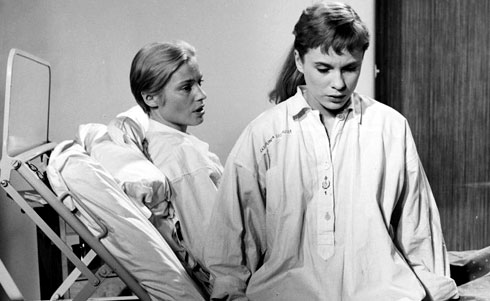Ingrid Thulin and Bibi Andersson in So Close to Life