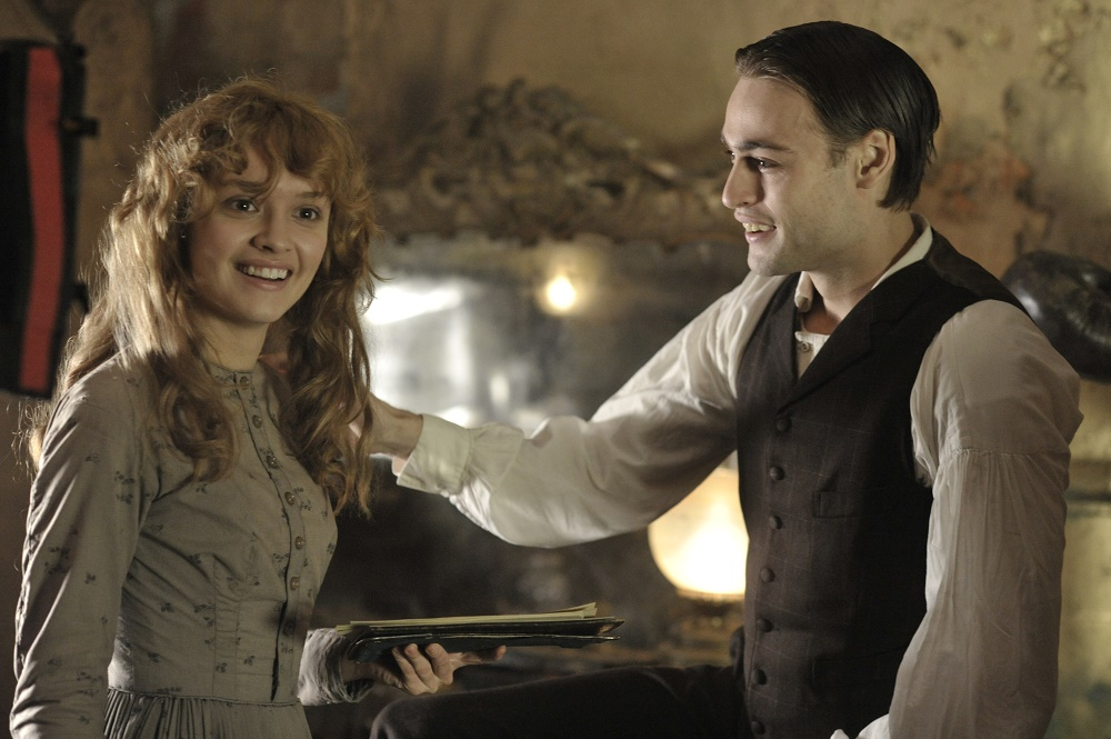 Olivia Cooke and Douglas Booth in The Limehouse Golem