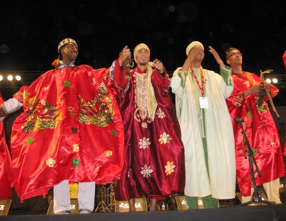 MoroccoEssaouiraMaalem_Aziz_Bakbou3rd_from_left_receiving_applause