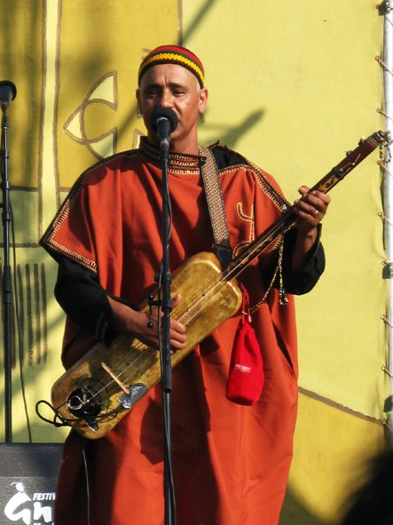 MoroccoEssaouira_guimbri_player_in_Iguidar