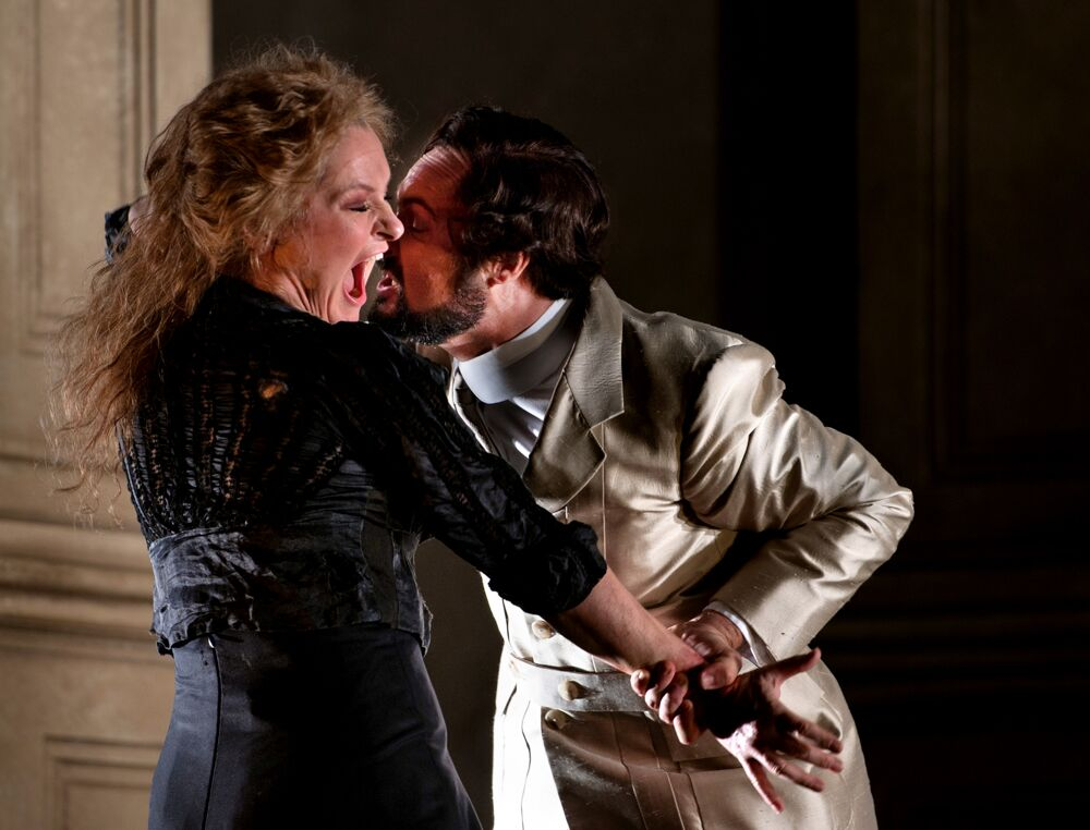 Patricia Bardon and Christophe Dumaux in Glyndebourne Giulio Cesare