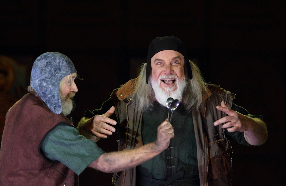 Harry Nicoll and John Tomlinson as Missail and Varlaam