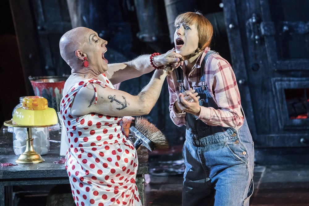 Alasdair Elliott and Susanna Hurrell in ENO Hansel and Gretel