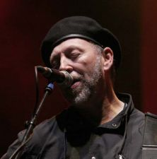 Richard_Thompson_-_Cropredy_2005_1