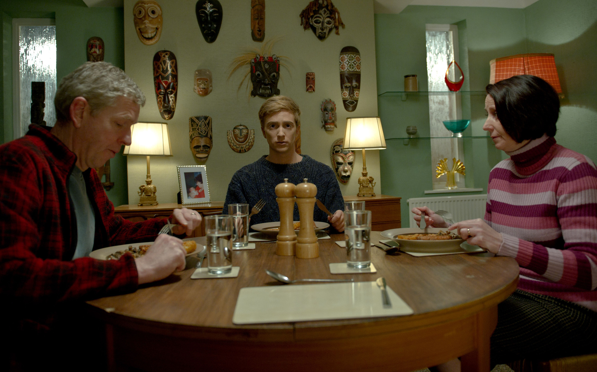 Kieren (Luke Newberry) enjoys dinner with his parents in In The Flesh
